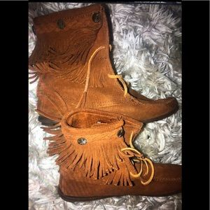 Minnetonka leather moccasin boots 9 fringe cowboy
